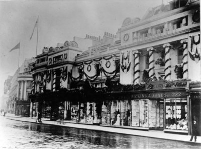 Dickins and Jones shop front in London, 1902.